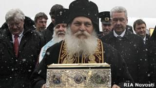 Игумен Ефрем в России с поясом Богородицы