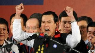 Tổng thống Đài Loan Mã Anh Cửu (giữa)
