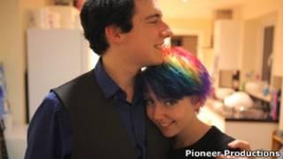 Jenni Goodchild e o namorado (Pioneer Productions)<