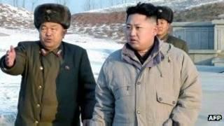 Tân lãnh đạo Bắc Hàn Kim Jong-un (phải)