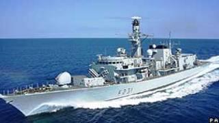 Navio britânico, parte de grupo que atravessou o estreito de Ormuz (PA)