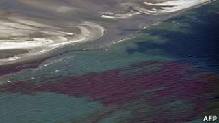 المياه الملوثة في خليج المكسيك بعد التسريب النفطي