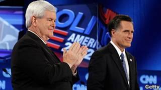 Newt Gingrich y Mitt Romny durante debate en Jacksonville, Florida