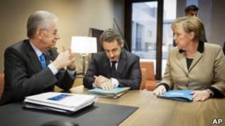 Марио Монти, Николя Саркози и Ангела Меркель в Брюсселе