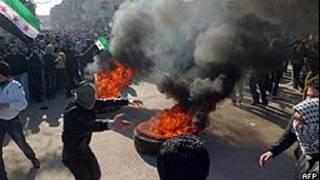 Imagem divulgada por grupo ativista sírio mostra protesto contra o governo em Damasco (AFP)