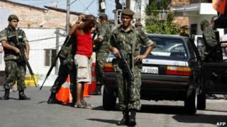 گشتزنی در خیابانهای سالوادور به ارتش سپرده شده