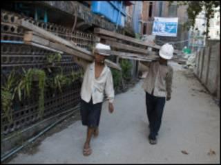 myanmar workers