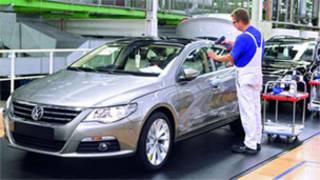 مصنع سيارات فولكس فاجن في المانيا
