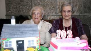 最高寿孪生姊妹过102岁生日