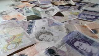 各种面值的英镑纸币