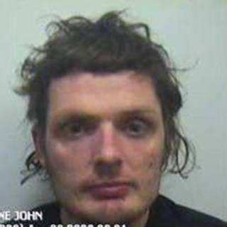 Foto de Wayne John Morgan divulgada pela polícia de Dyfed-Powys