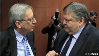 Juncker, que chefia ministros de Finanças europeus, e o ministro grego Evangelos Venizelos, em Bruxelas nesta quinta (Reuters)