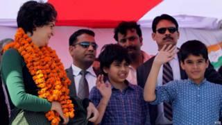 प्रियंका गांधी अपने बच्चों के साथ