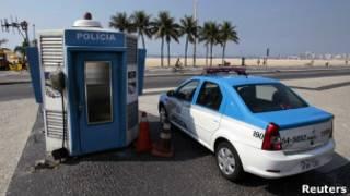 Пустая полицейская машина в Рио
