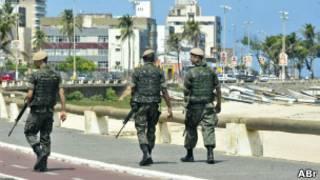 Policiais militares em Salvador. | Foto: Marcelo Casal Jr. / Agência Brasil