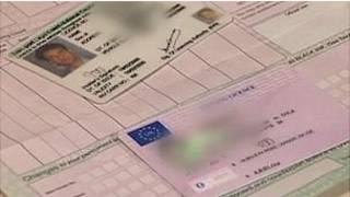 目前,英國公民使用的塑料駕照上只有歐盟旗幟