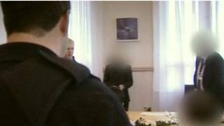 BBC拍摄冲散假婚仪式现场