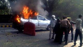 जलती हुई कार