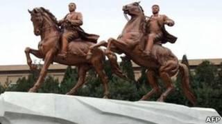 Статуя Ким Чен Иру