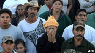 Familiares das vítimas. AFP