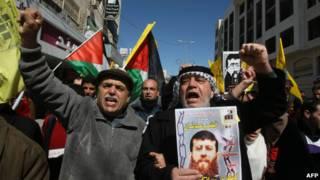 Unjuk rasa menuntut pembebasan Khader Adnan.
