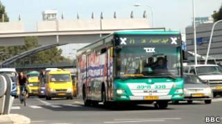 Автобус в Тель-Авиве. Фото Е. Совы