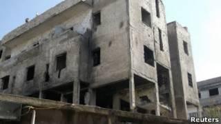 دبابة مدمرة في شوارع حمص