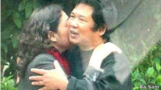 Bà Dương Hà trong một lần đến thăm ông Cù Huy Hà Vũ