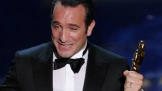 Jean Dujardin phát biểu khi nhận giải Oscar