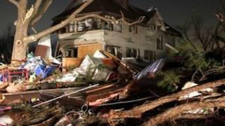 منزل مهدم جراء الاعصار