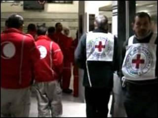 ဟုမ်းစ်မြို့ရောက် ကြက်ခြေနီအဖွဲ့ဝင်များ