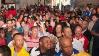 جماهير في استقبال شافيز في كوبا