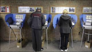 Cử tri bỏ phiếu ở phòng phiếu tại Pemberville ở Ohio hôm 06 tháng Ba