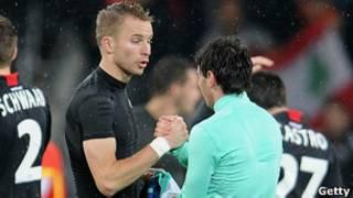 Рукопожатие футболистов после окончания матча