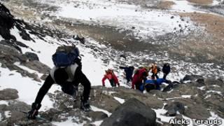 Visitantes em Cabo Adare, na Antártida (Foto: cortesia de Aleks Terauds)