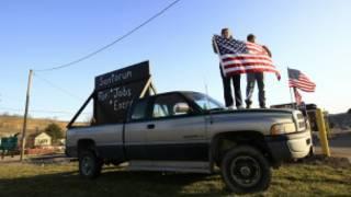 люди с американским флагом