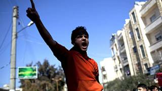 متظاهر سوري