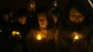 يابانيون يشعلون الشموع في ذكرى الزلزال والتسونامي