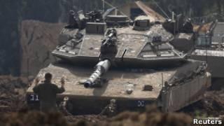 دبابة إسرائيلية قرب حدود قطاع غزة