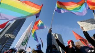 Активисты гей-сообщества России на митинге на Новом Арбате 10 марта 2012 года