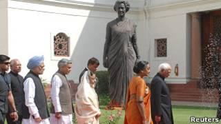 बजट सत्र के लिए जाते प्रधानमंत्री और राष्ट्रपति