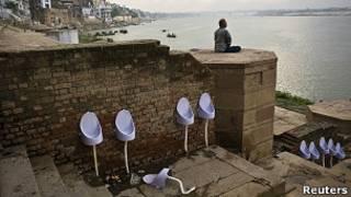 С мобильными, но без туалетов - перепись в Индии