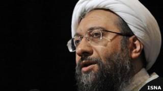 آقای لاریجانی تاکید کرده که قانون اساسی ایران، بر تفکیک قوا تاکید دارد