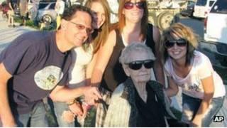 Мэри Хардисон с семьей