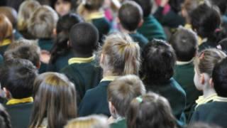 英國上議院的歐盟事務委員會表示,所有中小學學生都應該學一門外語。