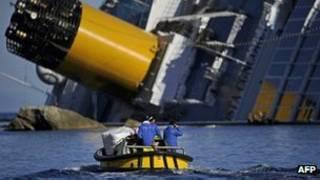 ۳۰ نفر در اثر حادثه غرق شدن کشتی جان باختند