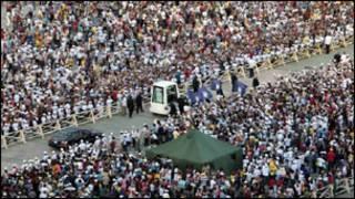 الموكب الباباوي في مدينة سانتياجو الكوبية