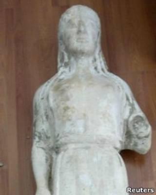 تمثال اغريقي مزيف
