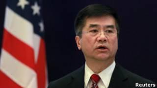 骆家辉因婚外情辞职_中国网民热议美国大使骆家辉辞职 - BBC News 中文