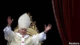 Papa Bento 16 discursa no Vaticano